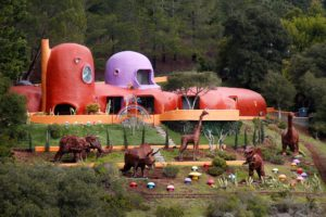 flintstone house, unique homes